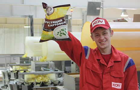 KDV Potato Crisps Happy Customer (PR Shot)